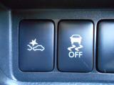 危険を察知して自動的緊急ブレーキで衝突回避または衝突時被害・傷害を軽減する、エマージェンシーブレーキです!障害物回避時の横滑りを軽減して車両の安定性・安心感を高める、横滑り軽減装置付き!