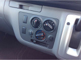 車内の温度、風量調節するエアコンスイッチ、エアコンの効きも点検済みです。