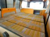 ダイネット部分ベッド展開時サイズ 長さ187cm幅156cm 大人3名の就寝が可能