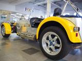 当店にはキャンピングカー・スポーツカー・旧車・トラックなどを取り揃えています。