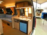 ポリタンク各10L給排水シンク DC12V冷蔵庫40L