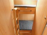 後部常設2段ベッド 上段205cm×100cm 下段200cm×90cm 昇降ラダー