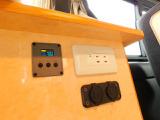電圧計 12Vソケット USBソケット 100Vコンセント インバータースイッチ 外部電