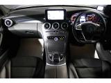 ブラックアッシュウッドインテリアトリムで高級感漂う車内空間となっております。