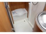 万が一の時も安心なカセットトイレ完備!シャワールームにもなっています!温水ボイラー完備で