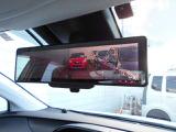 カメラでとらえた、車両後部の画像が、ミラーに映し出される、電子インナーミラー付きです