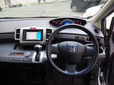 Hondaのミニバン初めての方にも扱いやすいインパネ周りと視認性の良いメーター類です