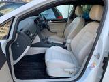 運転席にはメモリー付き電動パワーシート、フロントシート左右にシートヒーターを装備。