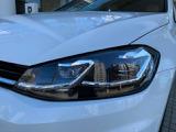 ヘッドライトは配光可変型のLEDを採用しています。