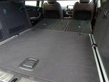 リヤシートをすべて倒せば広々としたトランクスペースが確保できます。