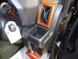 運転席、助手席には500mlのペットボトルも置いていただけるカップホルダーがありますよ♪