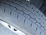 タイヤの山はこちらの画像でご確認ください。