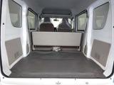 広いバックドア開口部、後席ドアの高い開口部などにより、積み下ろしがぐっとスムースです。