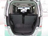 トランクの間口が広く、荷物の出し入れがしやすく便利です。