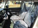 運転席と助手席にはシートヒーターが付いています。