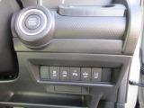 キーレスプッシュスタートスイッチと横滑り抑制機能などの安全装備やアイドリングストップのOFFスイッチです。