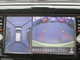 アラウンドビューモニターです。空のうえから見下ろすような視点でスムースに駐車。狭い場所での駐車でも、周囲の映像で確認できます。