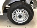 タイヤの溝は約7ミリほどあります。走行距離も少ないのでまだまだ走れますよ