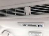 車内を快適温度に!後席向け送風口がついています☆
