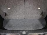後部座席を立てた状態での収納スペースです。普段のお買い物程度の荷物はここで十分です。