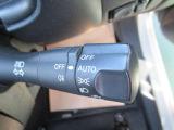 オートライトスイッチです。トンネルなど車外の明るさを感知して自動でヘッドライトを点灯します。