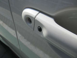 ドアロックリクエストスイッチです。ドアロックの開閉がボタン一つで可能です。