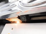 バックモニター 車両の後方が確認でき、混み合った狭いスペースでも安心して車庫入れができます。