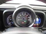 スピードメーターを中心に置いたシンプルなメーター♪常時点灯式で視認性に優れています◎