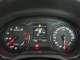 バーチャルコックピット・・メーターパネル内にシャープかつ鮮明で視認性に優れた高解像度12.3インチの液晶ディスプレイを配置。フルデジタルメーター、ドライバーズインフォメーション、ナビゲーションを表示