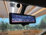 インテリジェントルームミラー装備!荷物を積んだり、後席用モニターを使用時でも後方の確認がクリアに可能!!視界の妨げも気になりませんので安心です♪