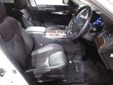 ハーフレザーシートです☆ 運転席も広々でゆったりとした気分で運転できます☆