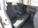 ◆9.後部座席にもアームレストが装備されていてるので長距離運転でも疲れにくいです!