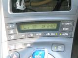 設定した温度に自動で調整できるオートエアコンを装備しています