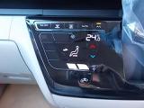 タッチパネルで簡単操作、オートエアコンです。