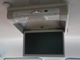 天井には、【フリップダウンモニター】も装備されております♪お子様など、ロングドライブでも退屈せず楽しくお過ごしいただけます。