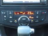 <オートデュアルエアコン>前席と後席で別々の温度設定が可能で設定した温度を自動制御。それぞれに風量や吹き出し口モードの調整も可能です!