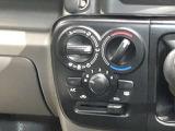《マニュアルエアコン》ダイヤル式!マニュアルエアコンでダイヤルまわして簡単に温度調整が可能で車内も快適★
