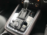 6速オートマチックで、マニュアルモード付、コマンダーコントロールでマツコネ操作も楽々☆