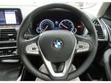 ハンドル右側についているボタン群でオーディオ・Bluetooth接続した携帯電話の操作が可能です。運転中でも安全、簡単に操作できます。