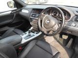 ステアリングスイッチ、クルーズコントロールが装備されておりますので運転中でも操作ができます。
