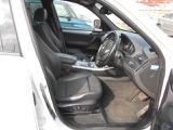 ハーフレザー、メモリーシート装備付き!運転席に多少の擦れがございますが問題ないレベルかと思います。