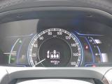 シンプルで見やすいデザインのメーターパネルです。車の情報が表示される大事な場所だからこそ見やすさが大切ですね。