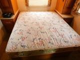 後部常設ベッド 長さ184cm幅152cm