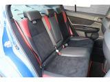 後席シートは足元も広く、ゆったりとした設計になっています。