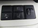 【衝突軽減ブレーキ】警報・ブレーキアシスト・自動(被害軽減)ブレーキの3段階で衝突を回避、または被害軽減をサポートします。※作動には条件があり、効果は様々な環境条件により変わります。