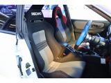 運転席はレカロシート装着☆ホールド性も高く長距離でも疲れにくいシートになっています☆