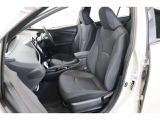 立体的なデザインのシートは通気性が良く蒸れにくいモケットです。滑りにくく身体にフィットするので姿勢が安定し、疲れにくいシートです。