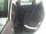 厚みがあって、座り心地のいいシート。運転的も助手席もリラックスしてゆったりと座れます。