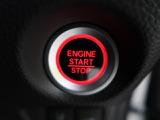 ●【スマートキー&プッシュスタート】ポケットに入れたまま鍵を挿さずに鍵の開閉、エンジンの始動を行えますので一度使うと手放せないくらい便利です♪電動スライドドアも開けられます♪