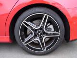AMG専用デザインのハイグロスブラックとシルバーの組み合わせ。